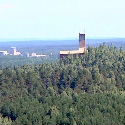 Outokummun kaivosmuseon rakennukset Keretin tornista katsottuna.