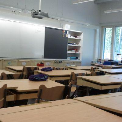 Alakoulun luokkahuone.