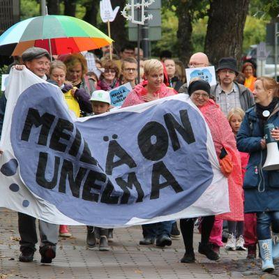 Meillä on unelma -mielenilmauksen kulkue Lappeenrannassa 5.9.2015.