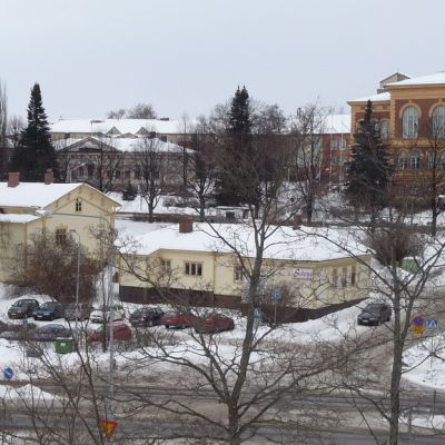 Savonlinnan Olavintoria ympäröivät vielä vanhat talot.