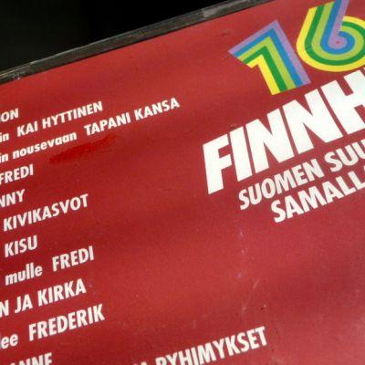Kuvassa Finnhits-kokoelman takakansi.