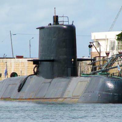 sukellusvene satamassa