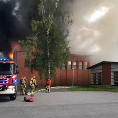 Tuppuralan koulu palaa Mikkelissä.