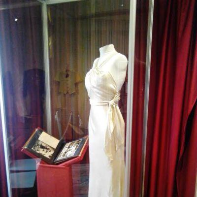 Ester Toivonen käytti tätä iltapukua vuonna 1934, kun hänet kruunattiin Miss Euroopaksi