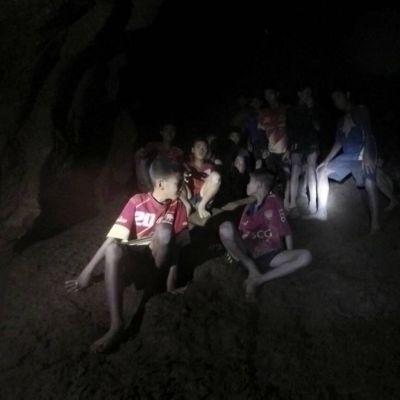 Den thailändska armén publicerade den här bilden på pojkarna i grottan på tisdagen den 3.7.