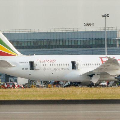 Air Ethiopian -lentoyhtiön Boeing 787 Dreamliner syttyi tuleen Heathrown lentokentällä 12. heinäkuuta.