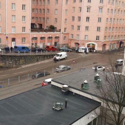 Bild tagen av en person som inte vet vad som händer här kl 9 den 2.4.2015, på bilden korsningen mellan Vilhelmbergsgatan och vilhelmbergsgränden