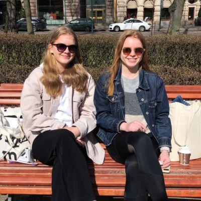 VAAKA Hetta Tapoja ja Matilda Martikainen kuvattuna Uutisluokan juttuprojektiin / ÄLÄ KÄYTÄ MUUALLA