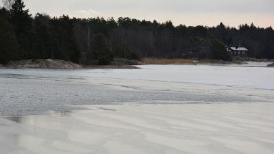 Is i vik i Dragsfjärd.