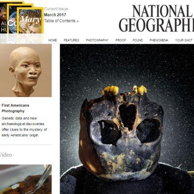 National Geographic -lehden kansi, jossa on mustunut pääkallo ylösalaisin vedessä ja savesta tehty kolmiulotteinen mallikuva tytöstä, jolle kallo kuului.