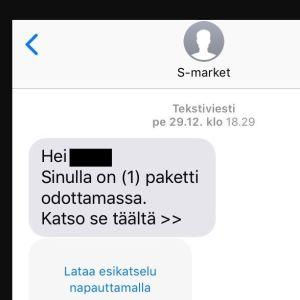 Ett textmeddelande som ser ut att komma från S-market där det står att du har ett paket som väntar på dig.