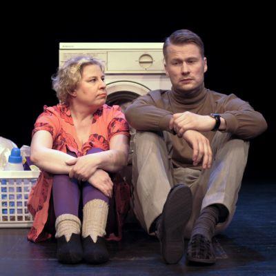 Pyykki on Outi Nyytäjän tekstiin perustuva pesuohjelman mittainen traaginen komedia. Pääosissa nähdään Ulla Järnstedt ja Karo Lauronen.