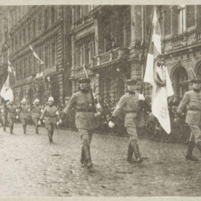 Helsingin suojeluskunnan itsenäisyyspäivän paraati 1919.