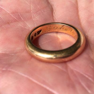 """""""Juhon"""" ja hänen morsiamensa sormukseen on kirjattu päivämääräksi 10. elokuuta 1919."""