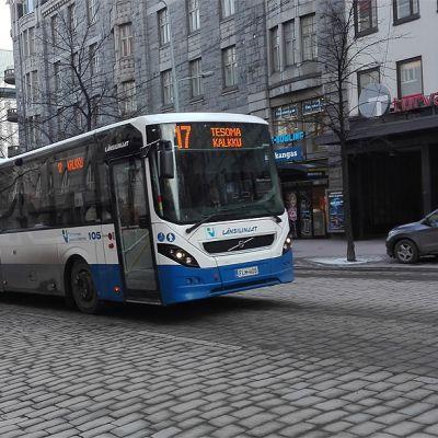 Linja-auto Hämeenkadulla
