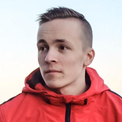 Axel Björkholm utmanar på Vegatoppen.