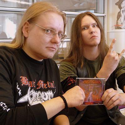 Lappeenrantalaisen Armour-yhtyeen Vince Venom ja Pete Talker eivät nöyristele.