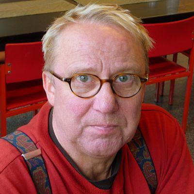 Irti-teatterin perustaja Jorma Piispanen on huolissaan teatterinsa kohtalosta.