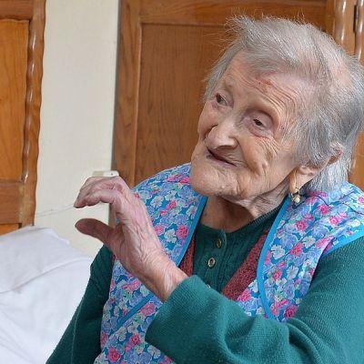 Kuvassa Emma Morano 116-vuotiaana. huoneistossaan Verbaniassa, Pohjois-Italiassa. Kuva on otettu 13. toukokuuta 2016. Morano on maailman vanhin henkilö viime toukokuusta alkaen, kun yhdysvaltalainen Susannah Mushatt Jones kuoli 12. toukokuuta 2016.