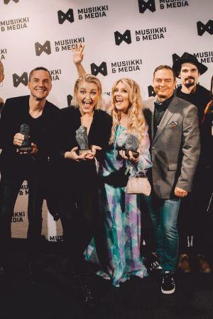 YleX, Jenni Poikelus ja Ida Karima palkittiin Musiikki & Media -tapahtuman Industry Awards -gaalassa 5.10.2018