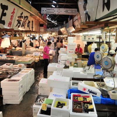 Vy från den stora fiskmarknaden i Tokyo
