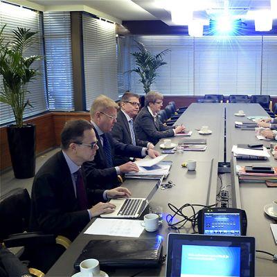 Työmarkkinakeskusjärjestöt yhteiskuntasopimusneuvotteluiden aloituksessa Helsingissä 28. tammikuuta 2016 Elinkeinoelämän keskusliiton EK:n tiloissa.