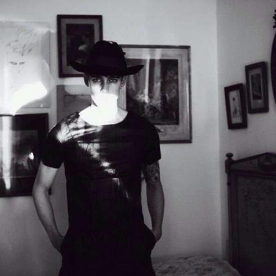 Simon Nygård jobbar som modell i Basel.