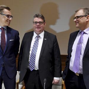 Partiledarna Alexander Stubb, Timo Soini och Juha Sipilä.