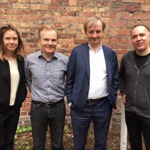 Sonja Kailassaari, Robert Bergholm, Hjallis Harkimo och Jens Berg i Efter Nio radio