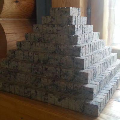 pyramidi pienoismalli ylämaa ruskea graniitti haave