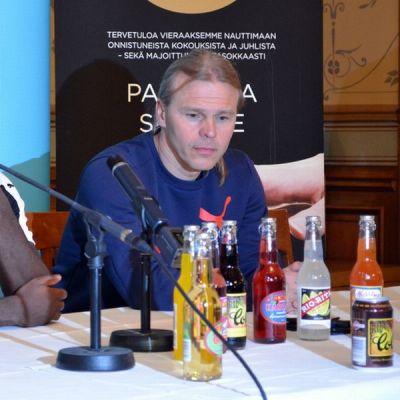 Freddy Adu ja Marko Rajamäki.