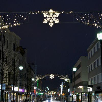 Kauppakadun jouluvalot Kajaanissa.