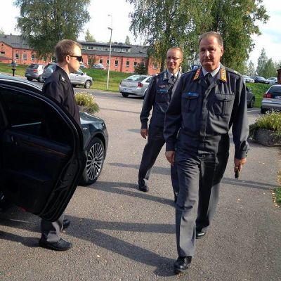 Maavoimien komentaja Seppo Toivonen vierailee Hämeen varuskunnassa.