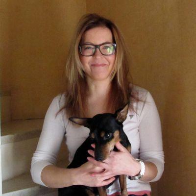 Kuvassa kokkolalainen Minna Rintala ja hänen koiransa.