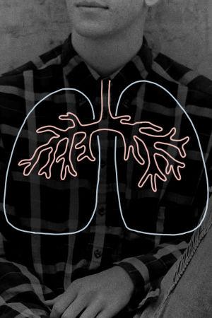Rintakuva henkilöstä, päälle piirretty kuva keuhkoista