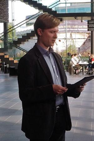 Säveltäjä Juha T. Koskinen pitää Suomen säveltäjien puheenvuoron Kantapöydän suorassa lähetyksessä 30.9.2015.