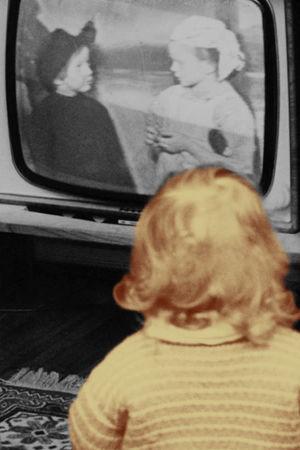 Lapset katselevat televisiota.