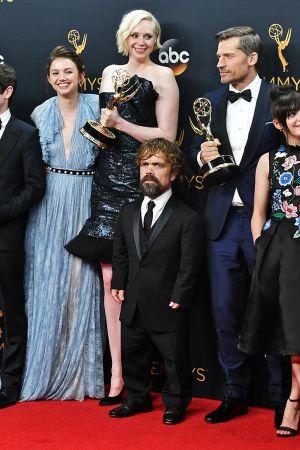 Game of Thrones -sarjan näyttelijät lavalla.