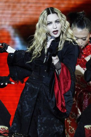 Madonna esiintymässä Zürichissä Sveitsissä  Rebel Heart Tourilla.