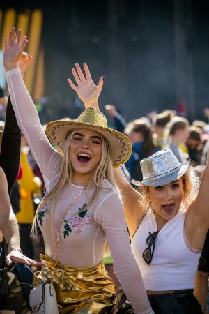 Tunnelma nousi Ruissalossa hattuun jo perjantaina.