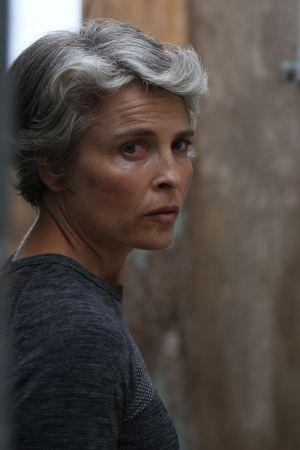 Irina Björklund näyttelee pääroolin Peacemaker-draamasarjassa.