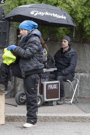 Ohjaaja Marja Pyykkö ohjaa Sihja-elokuvan kuvauksissa