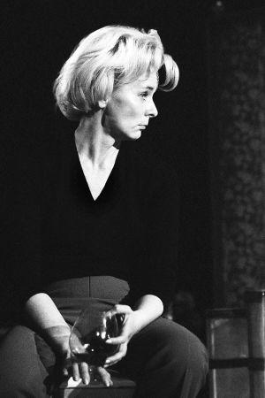 """Kyllikki Forssell Kansallisteatterin näytelmässä """"Tasapainoilua"""" vuonna 1967."""