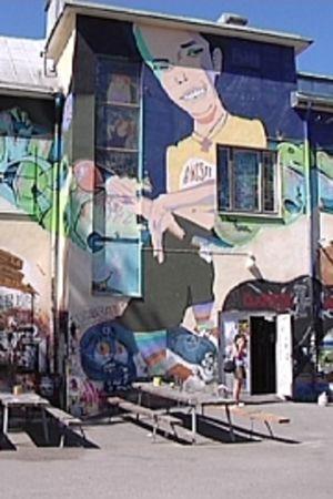 Graffiteita Anniksen sisäpihalla. Annis juhlii 30-vuotista taivaltaan vuonna 2010.