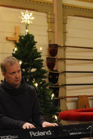 Kalle Torniainen ja Antti Matikainen Kajaanin kirkossa harjoittelemassa.