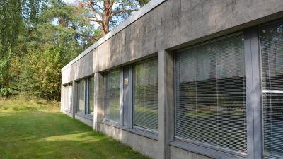 Ett rum i den norra delen av Språkbadsskolan är stängt