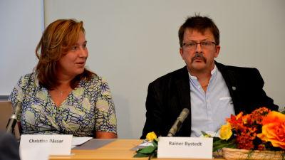 Vörås kommundirektör Christina Båssar och kommunstyrelsens ordförande Rainer Bystedt.