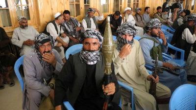 Beväpnade anhängare till krigsherren Muhammad Ismail Khan i staden Herat.