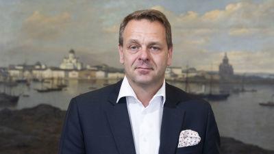 Porträttbild framifrån på Jan Vapaavuori.
