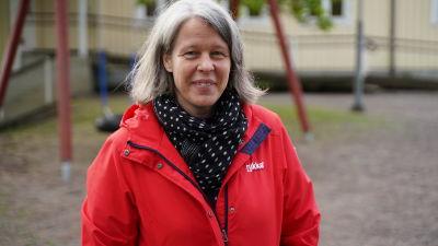 Porträttbild på Annika Madsén.